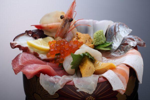 てっぺんの海鮮丼